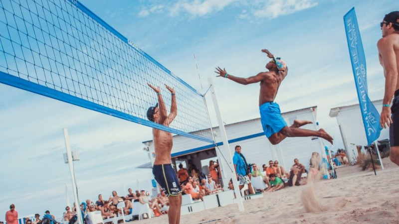 A game of beach volleyball featuring BU scholar and graduate, Issa Batrane. Together with his partner, Sam Allen, the pair are two-times BUCS beach volleyball champions.
