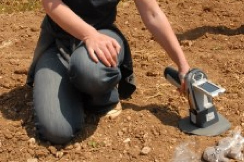 PXRF in use to characterize the soil chemistry of field surfaces around Skorba