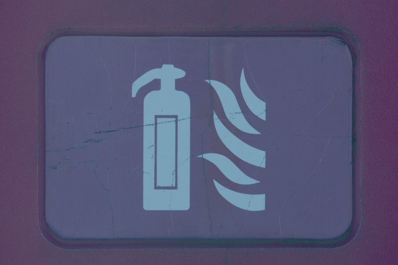 A fire safety graphic of a fire extinguisher