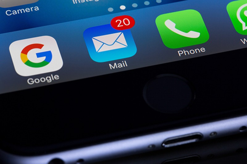scam email icon mobile phone [Photo by Torsten Dettlaff]
