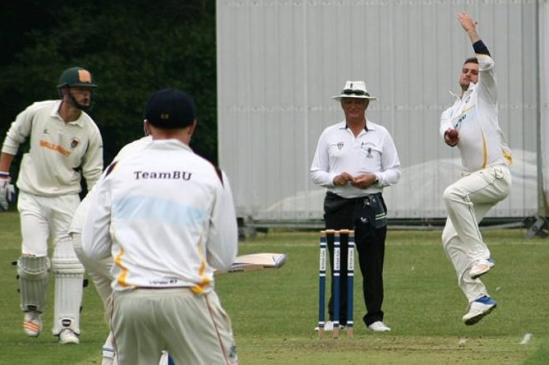 Both our men's and women's cricket teams experienced success at the end of the 2018/19 season. The men's 2nd team won the Western 3B league and the women's team were placed 3rd in the Western 1A league