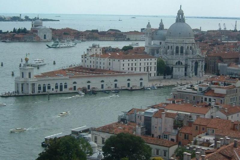 Sea levels rise - Venice