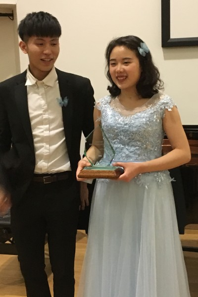 University Music Scholar - Xiaoou (Vivian) Nie receives award